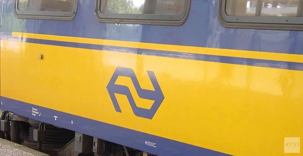 Auto onder trein bij Waarland: automobilist overleden