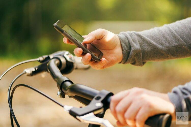 Nederlander legt telefoon niet weg in het verkeer: fietsers zijn het ergst