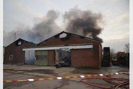 Uitslaande brand in bedrijfsschuur vol pallets in Oudkarspel