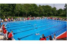 Jaarlijkse schoolzwemwedstrijd in zwembad de Bever