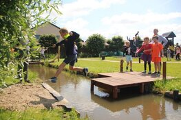 Leerlingen Van Arkelschool wijden Klim- en Klauterroute in van Museum BroekerVeiling