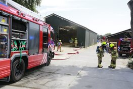 Hooibalen in schuur dreigen in brand te vliegen