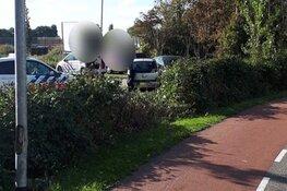 Beschonken bestuurder mist flauwe bocht en knalt op geparkeerde auto