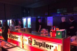 Vier uur lang foute hits in Sporthal Geestmerambacht!