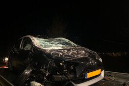 Auto over de kop in Zuid-Scharwoude