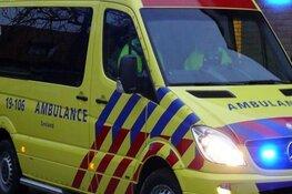 Spookrijder botst tegen auto in Oudkarspel, gewonde naar ziekenhuis
