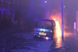 Auto vliegt in brand in Noord-Scharwoude