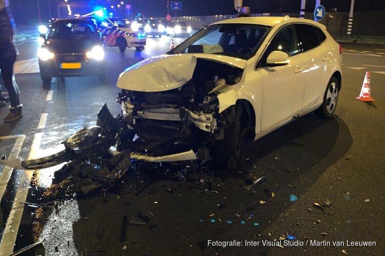 Gewonde en veel schade bij ongeval N245, bestuurder op de vlucht