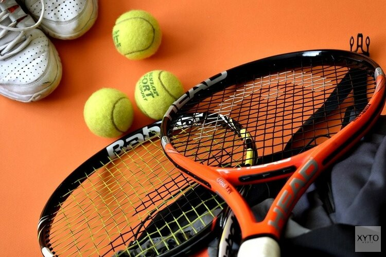 Vriendjes tennis in sporthal de Oostwal
