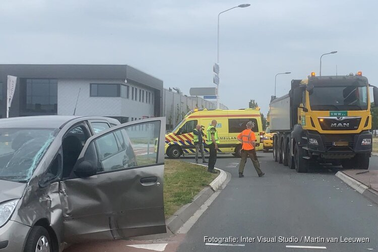 Auto aangereden door vrachtwagen
