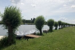 Werk aan de oevers van het Kraspolderkanaal – Langedijkervaart halverwege