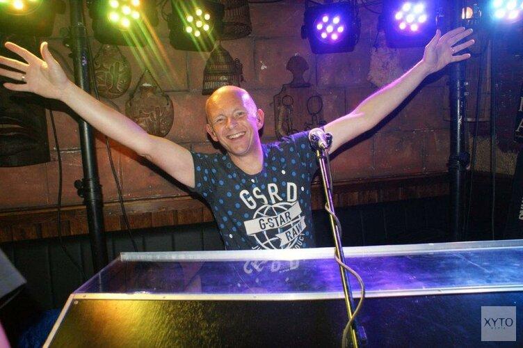 Zingen en dansen met Paul Vlaar in 't Karrewiel