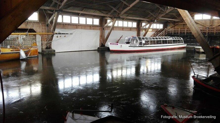 Water in Museum BroekerVeiling bevroren: boten kunnen 'geen kant op'
