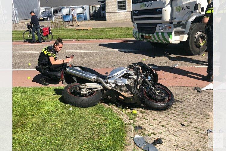 Motorrijder gewond na botsing met vrachtwagen