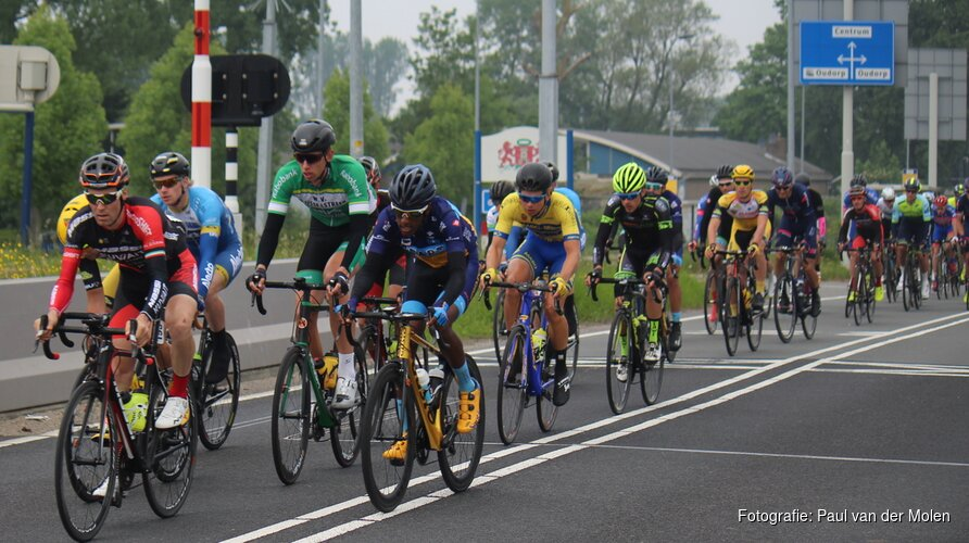 Julius van den Berg wint Profronde van Noord-Holland