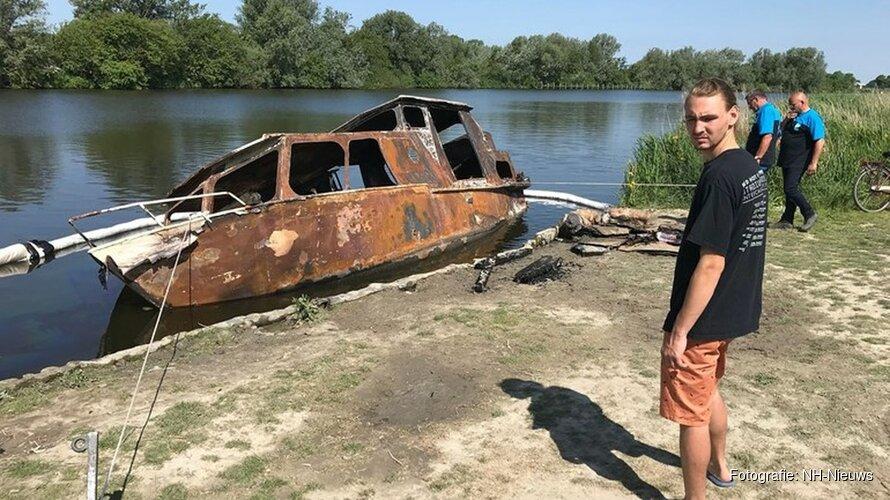 Lorenzo is alles kwijt na verwoestende brand op woonboot